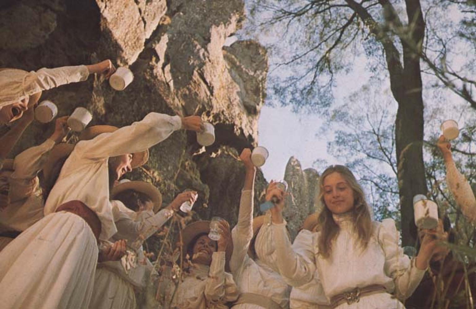 """""""Piknik pod wiszącą skałą"""", reż. P. Weir   Klub filmowy {OD–JAZD}"""