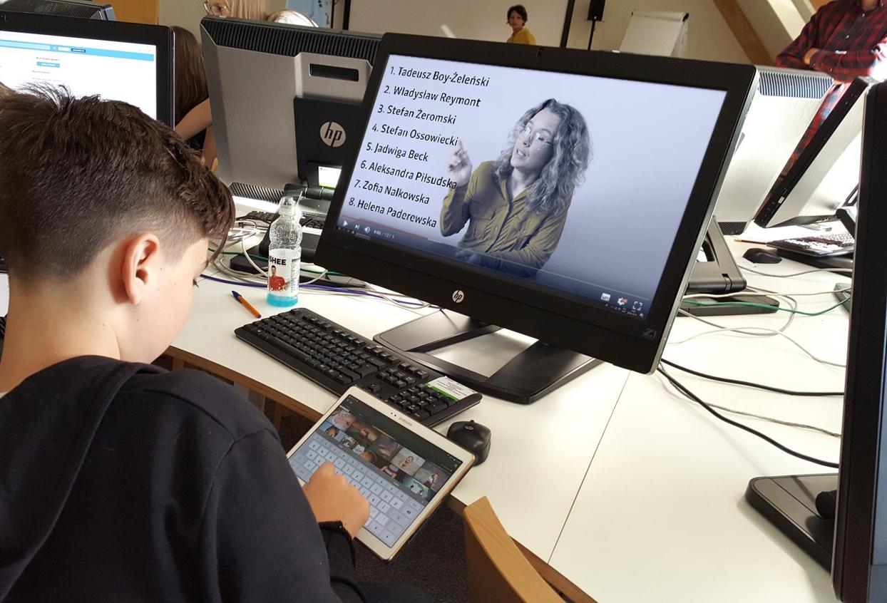 FINA lab Herosi Niepodległej – program edukacji medialnej online